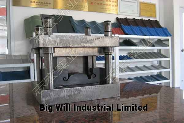 shutter-door-roll-forming-machine-with-notch.jpg