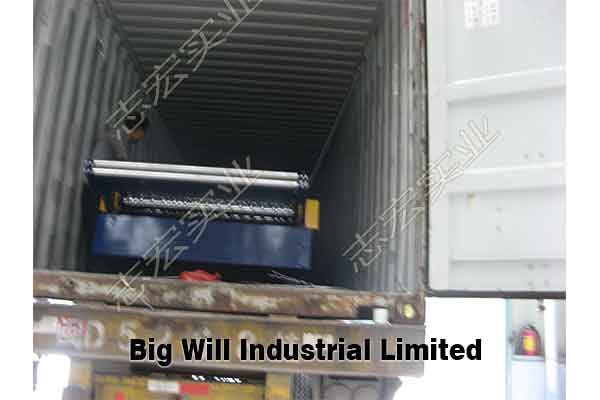 roll-forming-machine-loading-into-container.jpg