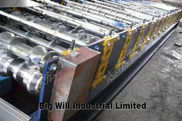 metal-roofing-roll-forming-machine.jpg