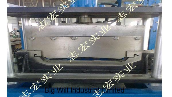 470 steel roof roll forming machine.jpg