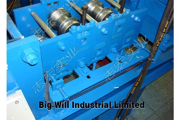 steel roller shutter door roll forming machine.jpg