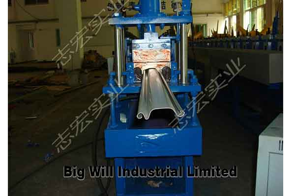 rolling shutter door forming machine.jpg