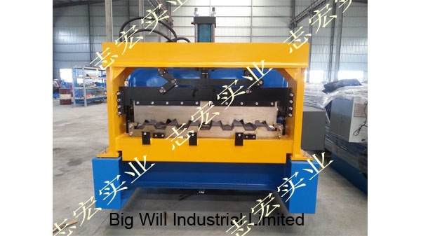 Chinese carriage board roll forming machine factory.jpg