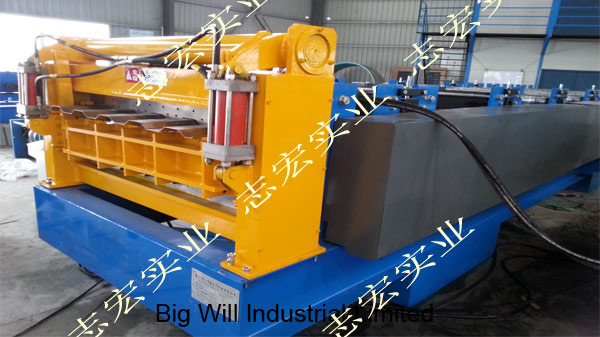 Chinese carriage board roll forming machine.jpg